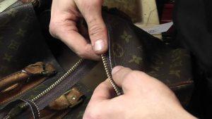 Cách sửa khóa túi xách khi bị kẹt