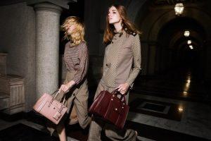 Ngoài túi xách, Lyn còn đem đến các phụ kiện hàng hiệu đình đám khác
