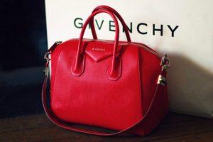 Túi xách Givenchy chính hãng giá bao nhiêu?