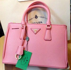 Túi xách Prada chính hãng giá bao nhiêu?