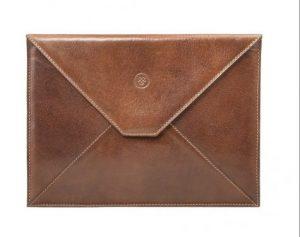 3. Túi cầm tay (The Tablet Case)