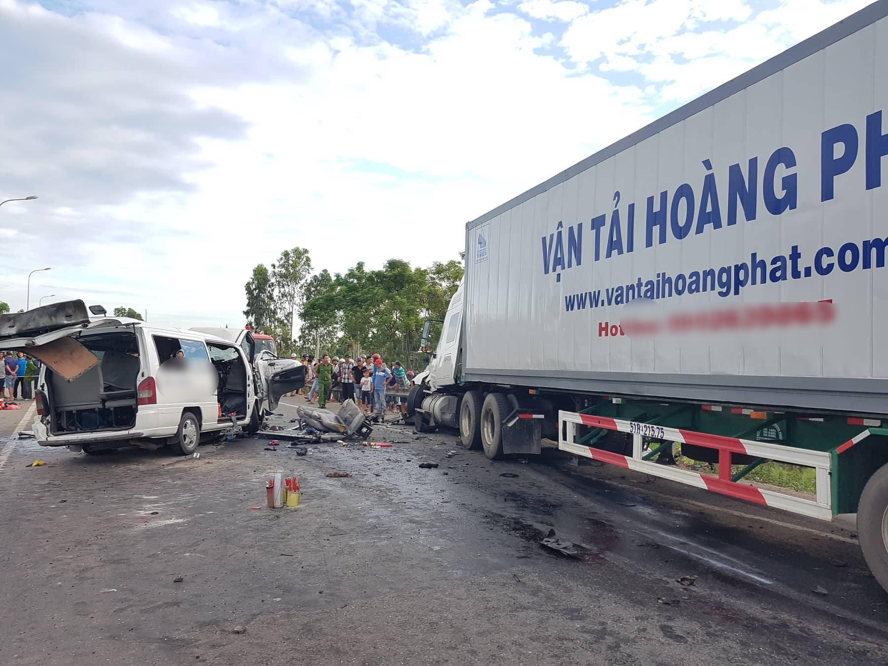 Hiện trường vụ xe rước dâu gặp tai nạn thảm khốc khiến chú rể và 12 người tử vong