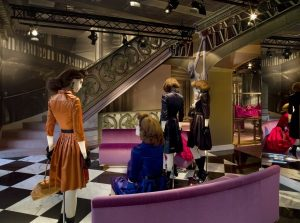 Bạn biết gì về túi xách hàng hiệu Prada?