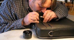 Những trường hợp cần tìm sửa túi xách ở đâu