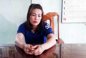 Ác nữ tra tấn cô gái trẻ là một con nghiện