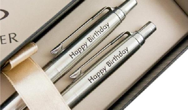 Đặt làm bút gỗ khắc chữ ở đâu thì đảm bảo?