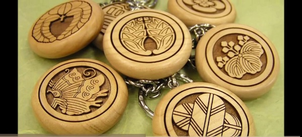 Khắc móc khóa gỗ, khắc chữ khắc tên, khắc hình ảnh giá rẻ lấy ngay