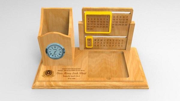 Lịch gỗ để bàn có gì khác so với lịch giấy thông thường?