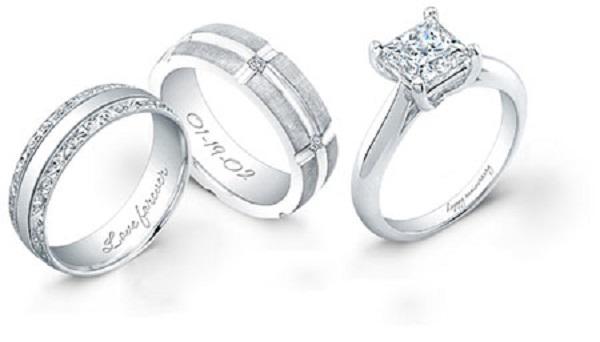 Khắc nhẫn cưới bằng công nghệ laser tinh xảo