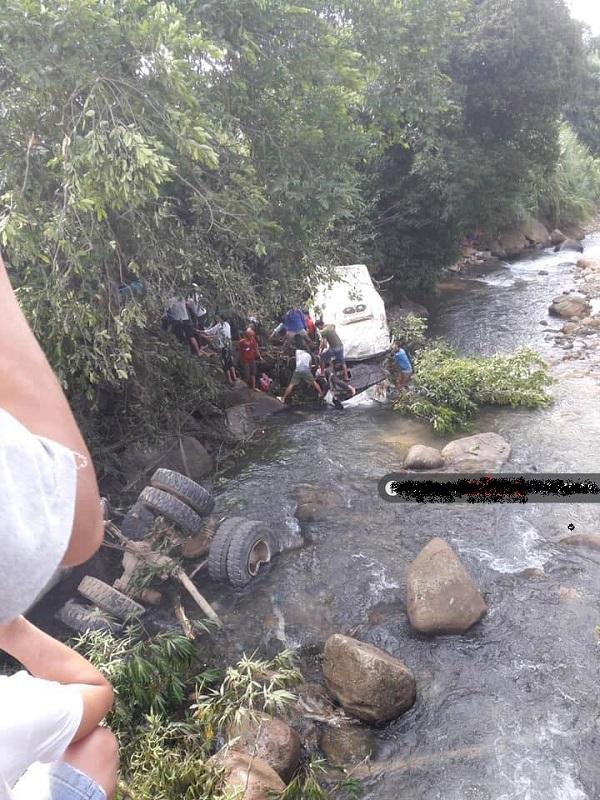 Tai nạ thảm khốc tại Lai Châu khiến ít nhất 10 người chết tại chỗ