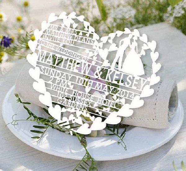 Thiệp cưới cắt laser là gì? Phương pháp cắt thiệp cưới bằng laser