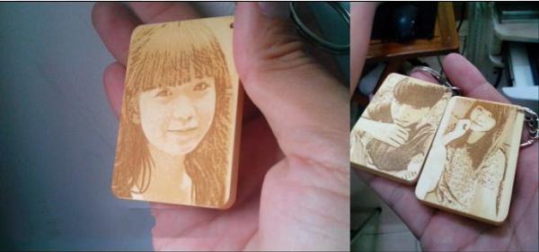 Khắc chân dung lên gỗ, móc khóa bằng laser