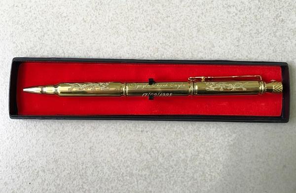Khắc laser trên bút vỏ đạn, viết vỏ đạn giá rẻ tại Hà Nội