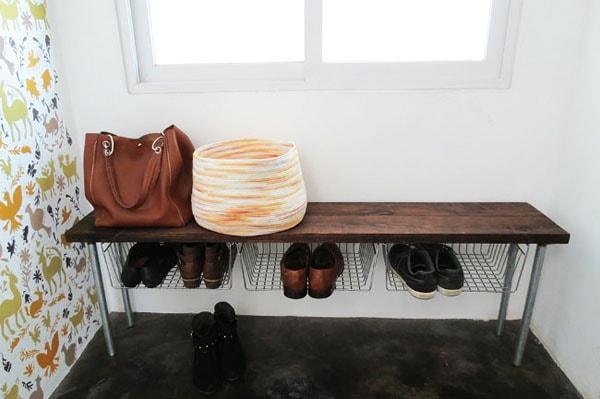 Tự chế kệ để túi xách – giầy 2 trong 1 gọn gàng cho nhà chật