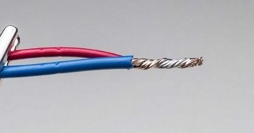 Phần thân dây bị đứt là một trong những nguyên nhân khiến nồi cơm không vào điện